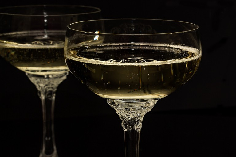 champagne-glasses-1940262_1920