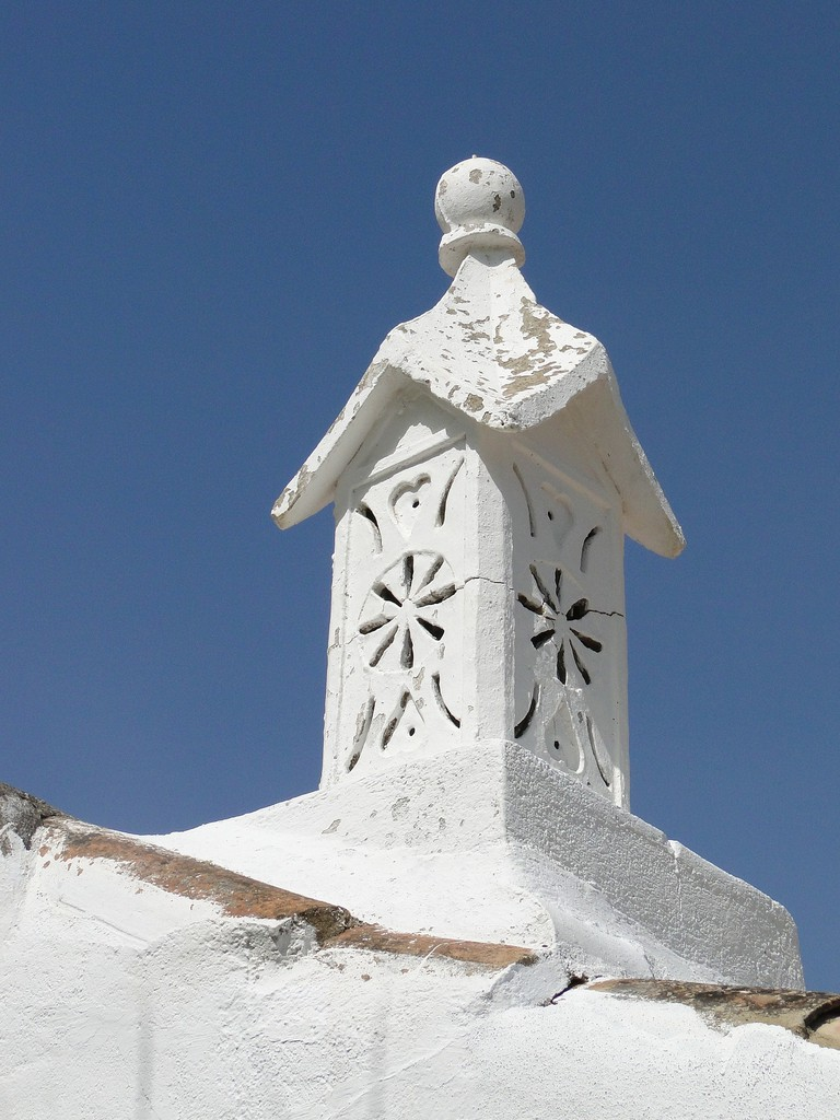 https://pixabay.com/en/chimney-algarve-tavira-548878/