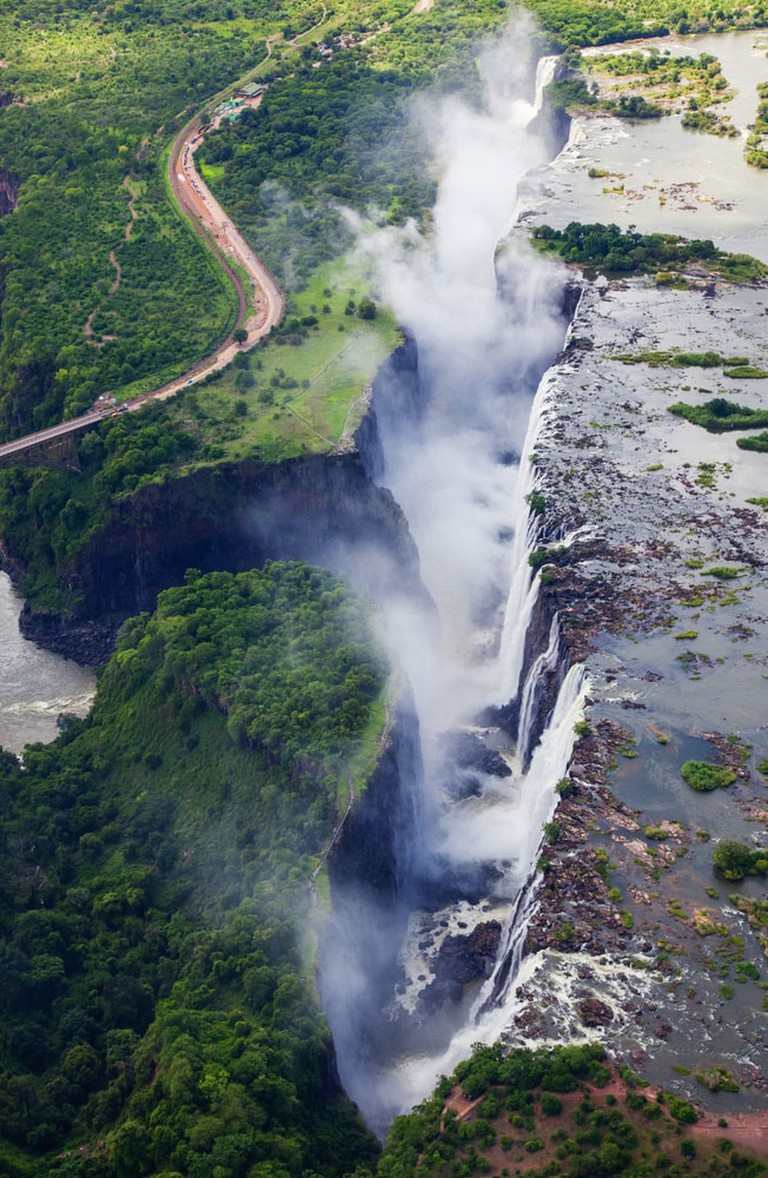Crazy-Things-You-Have-To-Do-in-Africa_Devil's-Pool