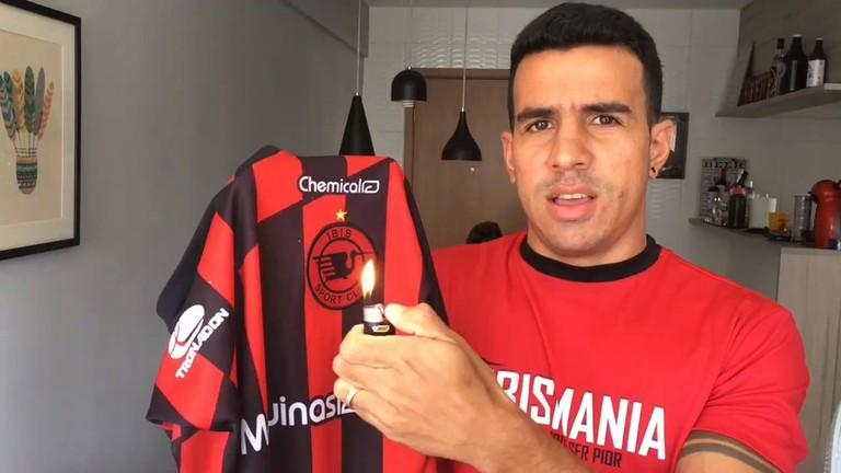 Nilsinho sets fire to his Íbis shirt after the club wins again    Courtesy of Nilsinho Filho