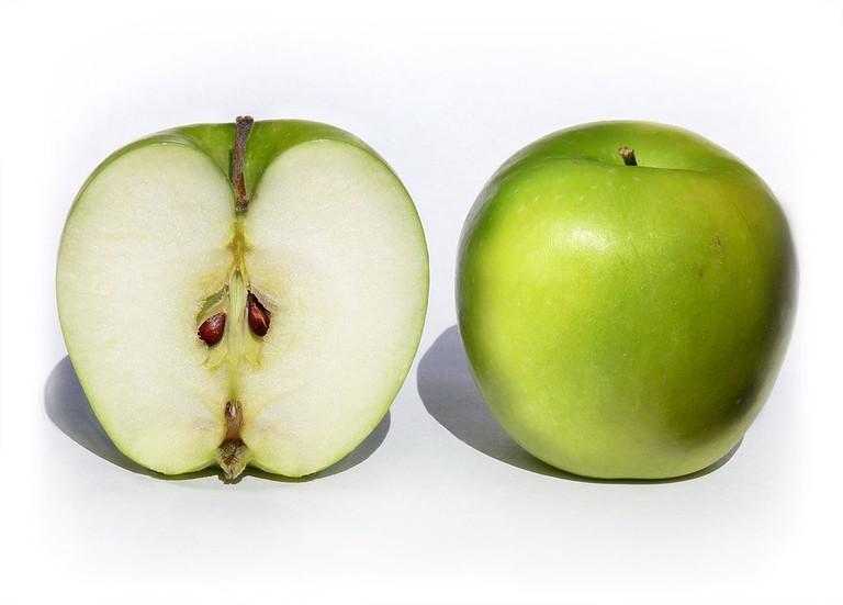 Granny Smith apples   © benjamint444_Wikimedia Commons