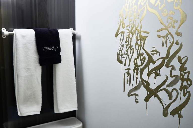 I-painted-a-mural-on-the-walls-of-my-Airbnb-in-Tokyo-Japan-and-my-host-refunded-my-stay-Mural-by-Ali-Sabet-in-Shibuya-Tokyo-Apartment-59e78dd1a3d51__880