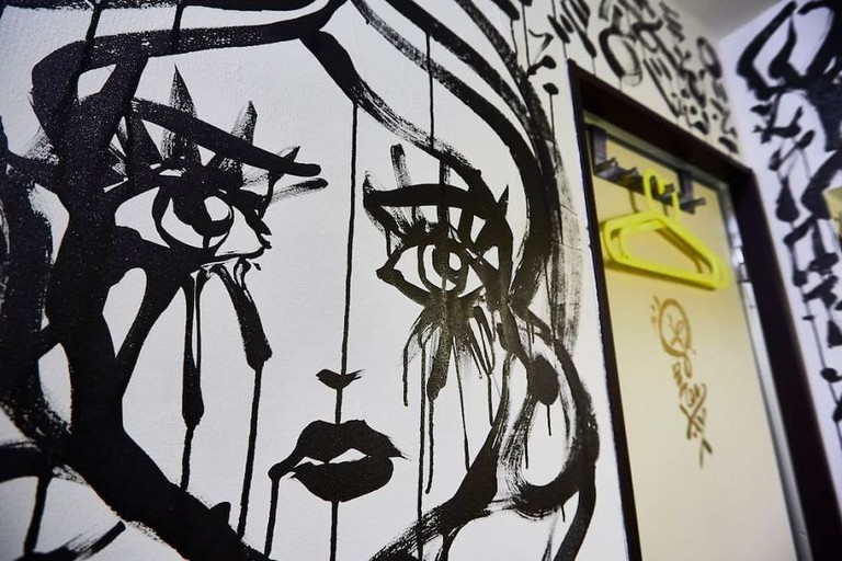 I-painted-a-mural-on-the-walls-of-my-Airbnb-in-Tokyo-Japan-and-my-host-refunded-my-stay-Mural-by-Ali-Sabet-in-Shibuya-Tokyo-Apartment-59e78dd32ada2__880