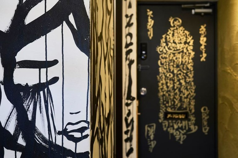 I-painted-a-mural-on-the-walls-of-my-Airbnb-in-Tokyo-Japan-and-my-host-refunded-my-stay-Mural-by-Ali-Sabet-in-Shibuya-Tokyo-Apartment-59e78dd485425__880