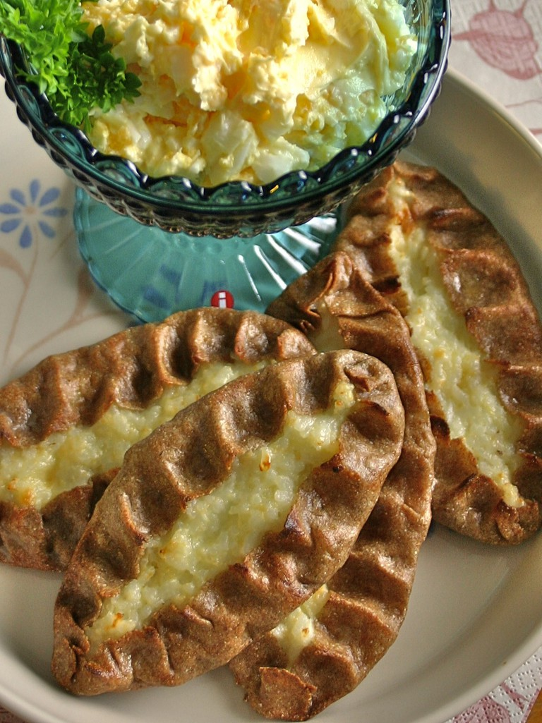 Karelian pasties with egg butter