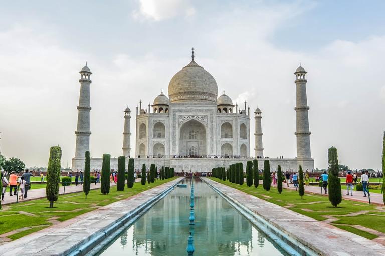 Don't be tempted to take your camera inside the Taj Mahal |© Koushik C / Unsplash