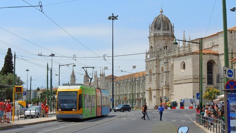 https://pixabay.com/en/lisboa-tram-portugal-city-lisbon-2669880/