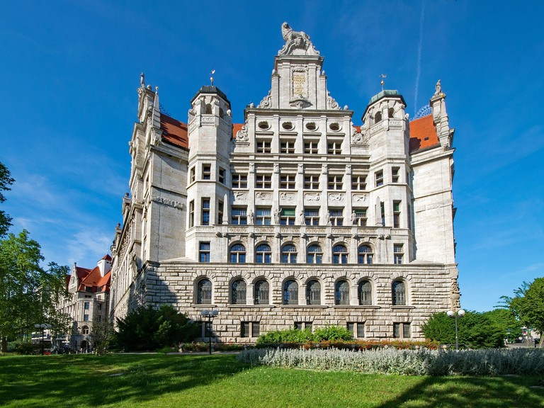 new-town-hall-2390917_1280
