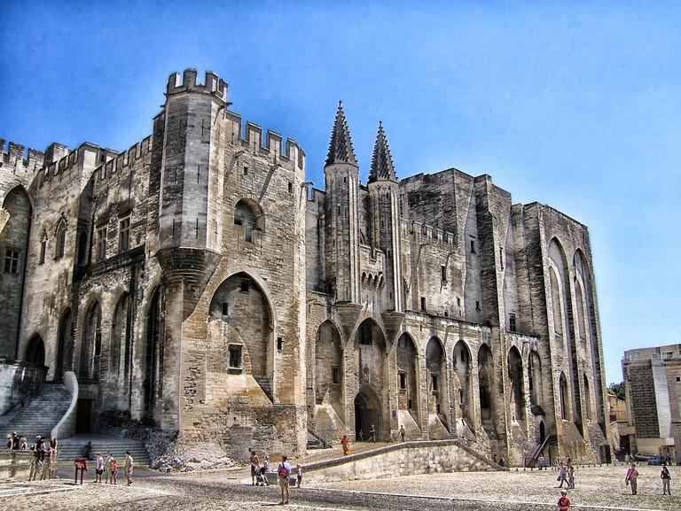 palais-des-papes-116475_1280