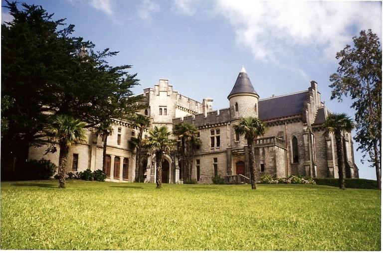 Pause to admire the beautiful Château d'Abbadia ©Daniel Culsan:WikiCommons