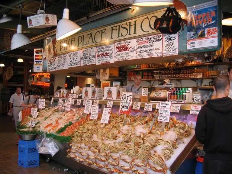 Pike Place Fish Market, Pike Place Market, Seattle   © Jay Galvin / WikiCommons