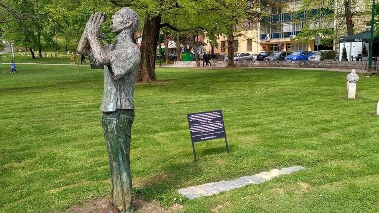 Statue at Veliki Park   © Sam Bedford