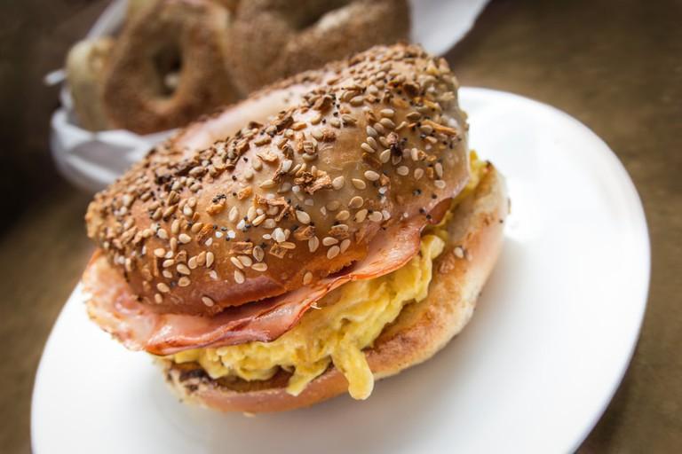 NYC Breakfast bagel | © littlenystock/Shutterstock