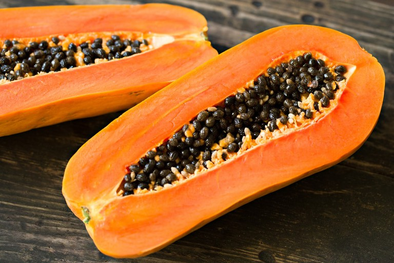 Sliced fresh papaya | © ORLIO/Shutterstock