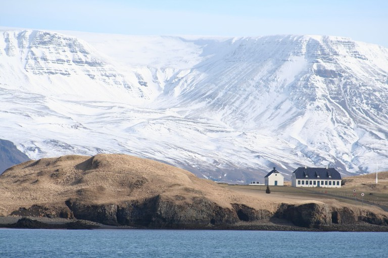 Videy and Esjan in Reykjavik, Iceland   ©Eirikur Kristjansson/Shutterstock