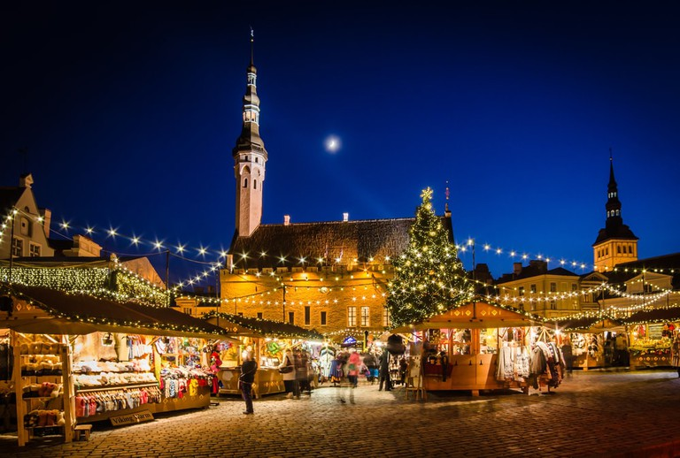 People enjoy Christmas market in Tallinn | © Igor Sokolov/Shutterstock
