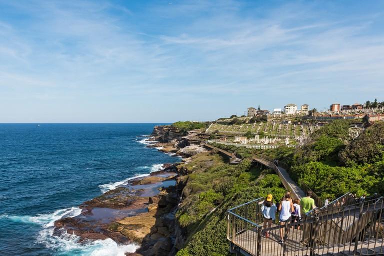 People walking to Waverley Cemetery along the Bondi to Coogee coastal walk in Sydney, Australia | © Angelina Pilarinos/Shutterstock
