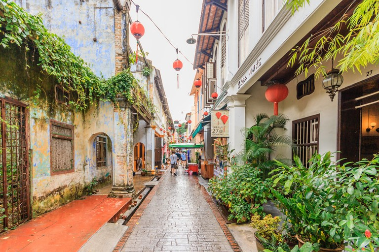 Overgrown colonial buildings in Ipoh, Malaysia | © NavinTar/Shutterstock