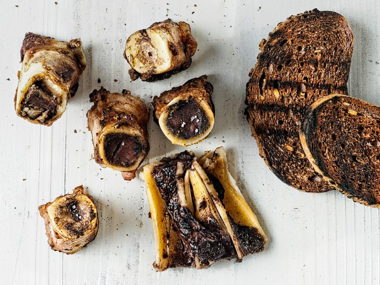 English style bone marrow and toast | © zkruger/Shutterstock