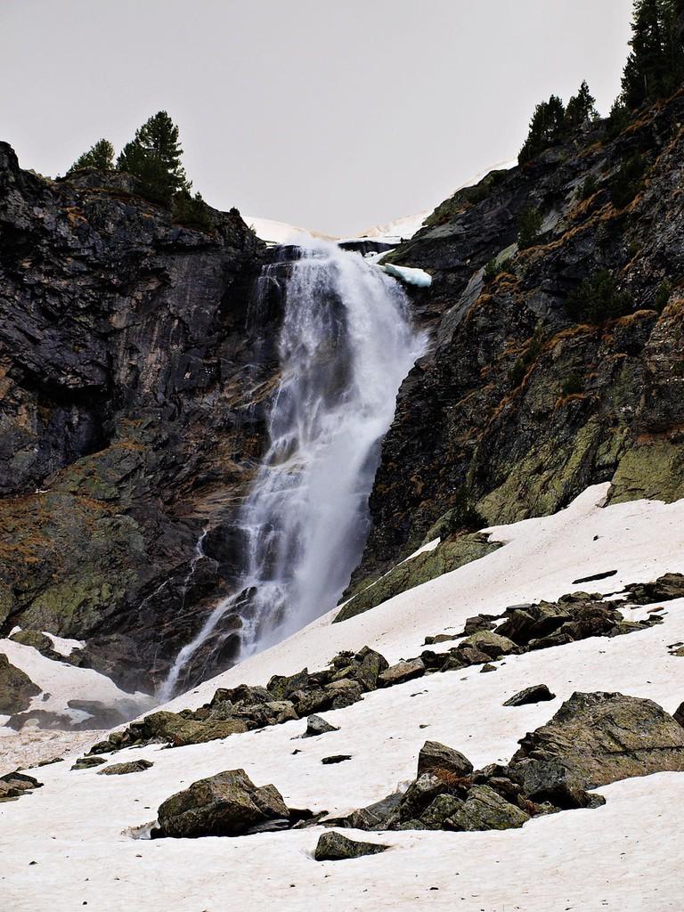Skakavitsa Waterfall Todor Bozhinov Wikimedia Commons