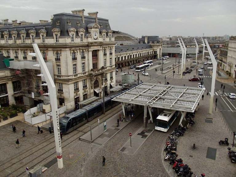 Sky view at the Gare Saint Jean|©Smiley.teorist:Wiki Commons