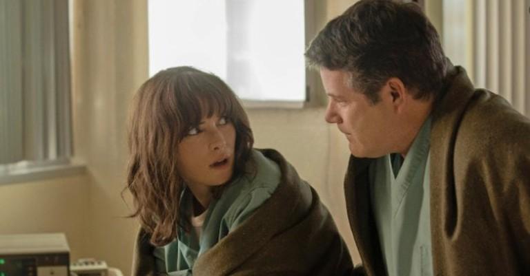 Winona Ryder and Sean Astin in <em>Stranger Things</em>, Season 2 | © Netflix
