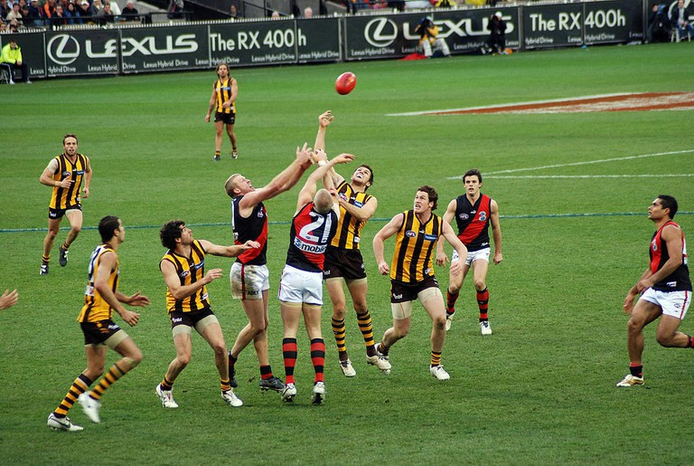 Stoppage_in_an_AFL_game