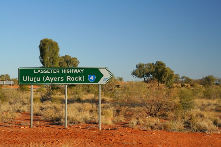 Uluru road sign   © Stephan/Wikimedia Commons