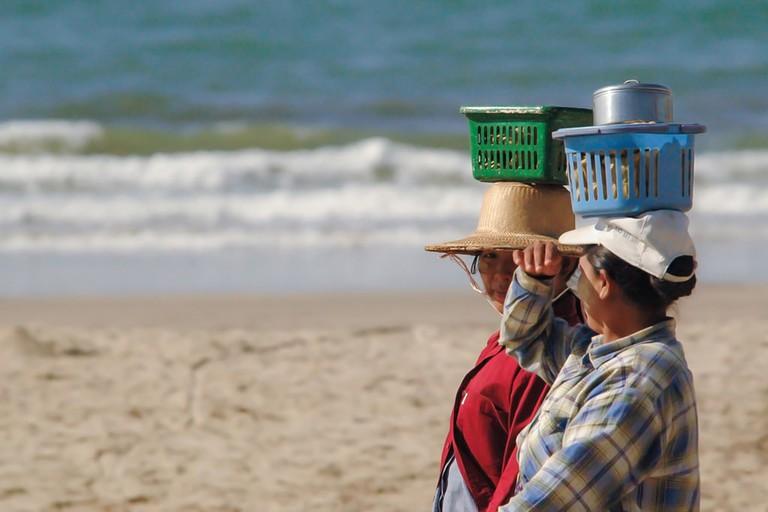 Walking-Vendors-Carry-Fresh-Seafood-Chuang-Thar-Beach