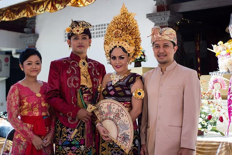 1024px-Bali_Hindu_Wedding_Traditional_Dress