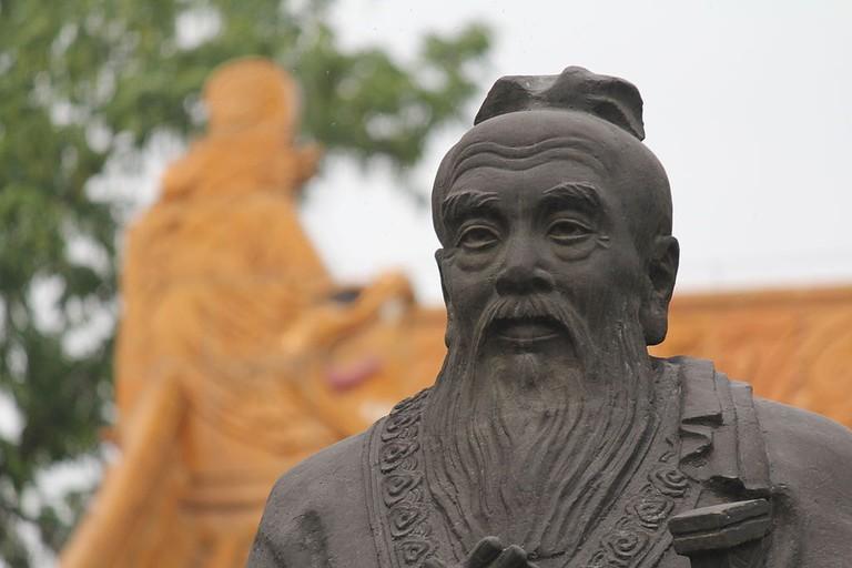 1024px-Confucius_Sculpture,_Nanjing