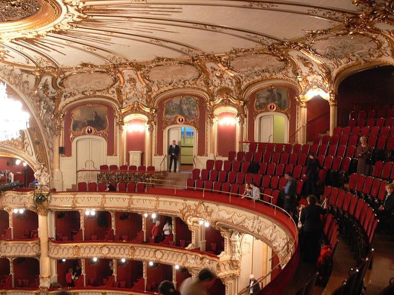 1024px-Graz_Opernhaus_Zuschauerraum_Galerie