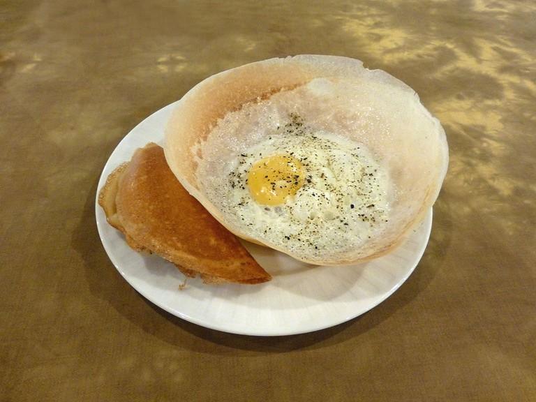 1024px-Sri_Lanka-Egg_hoppers