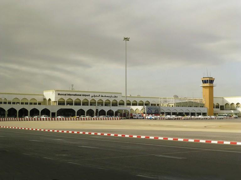 1200px-Amouage-Aéroport_international_de_Mascate_2013_(3)