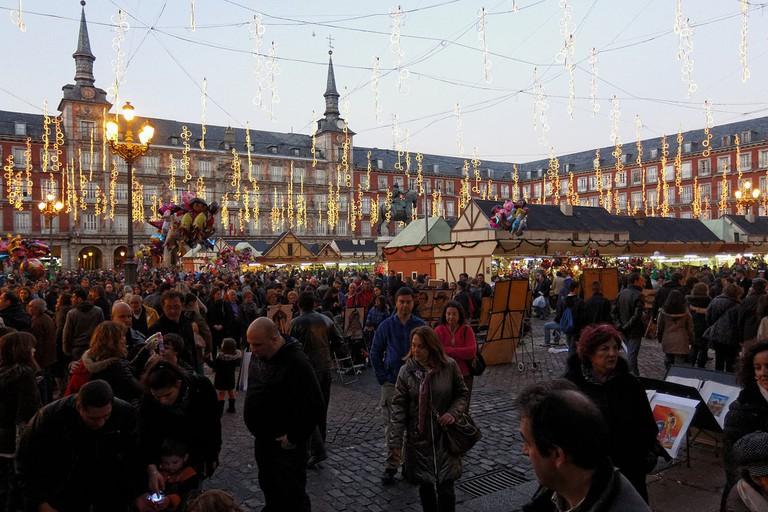 Mercado Navideño Plaza Mayor, Madrid | ©Barcex / Wikimedia Commons