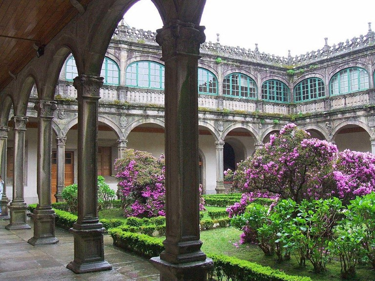 Library at the University of Santiago de Compostela | ©Zarateman / Wikimedia Commons