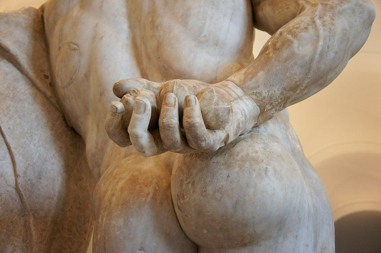 Expert sculpting at the Museo Archeologico Nazionale | © Andrea Tosatto/Flickr