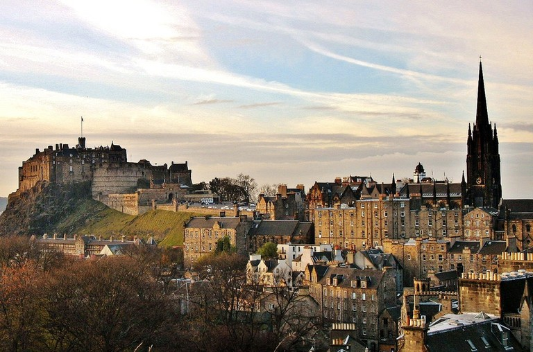 Old and New Towns of Edinburgh | © Kyle Magnuson / Flickr | https://www.flickr.com/photos/kjmagnuson/16462752775/in/photolist-r5KUR6-qNkdH6-rSeLu4-pRRmc-79QSFs-rSeHLi-urcdC-r3sHFh-q8XVLg-qNitbk-kQxMLx-rcFEEW-99dryB-r5B2cr-rJS6xM-8E831P-rS6nmq-urfqc-X8Ci6L-dPFfXw-ECF1X-FJ35r-qNcmbb-CV91ZC-e3w4gZ-VzUhTe-73mRcV-TSYxkj-vuLXY-bxCZGi-urgoU-qNipTt-qNkbrx-rcFEpf-6NfKNk-urbpu-dkTohf-r3sHV5-rSeLqX-kWbs6e-r5B2Ev-TbzufW-r5KVjv-oiw3xR-rS7J8W-XrjNXC-dPFfZ3-urcN4-q8KnHd-93zemH