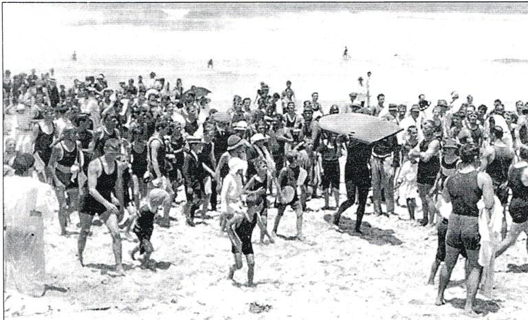 1915 Duke Carrying Board up Beach
