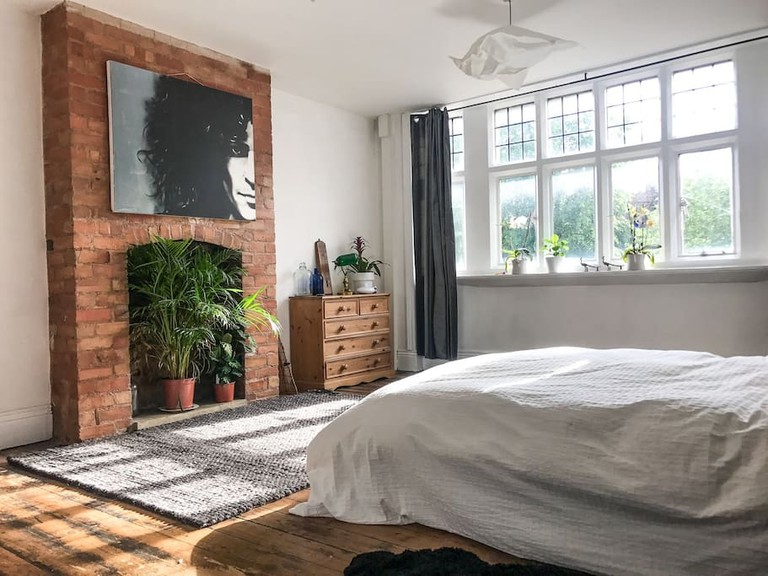 Large private room in Moseley