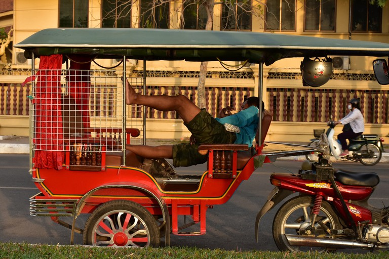 Tuk-tuk driver taking a break | © Aumary Laporte / Flickr