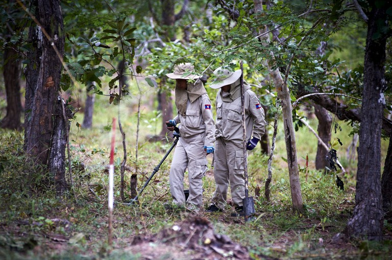Field Visit   © Lao PDR Cluster Munition Coalition (CMC) Media Trip/Flickr
