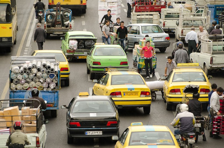 Crossing the streets in Iran can be a challenge | © Kamyar Adl / Flickr