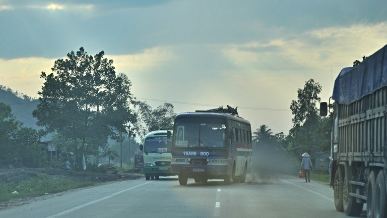 Vietnamese truck and bus drivers are suicidal | © David McKelvey/Flickr