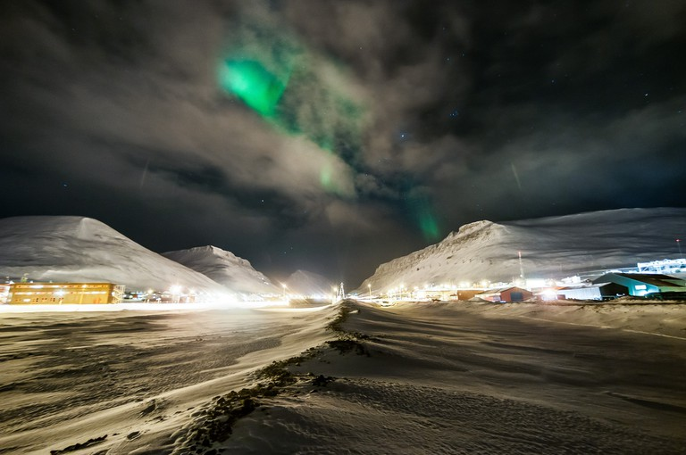 The Aurora Borealis over Longyearbyen | © Christer van der Meeren / Flickr