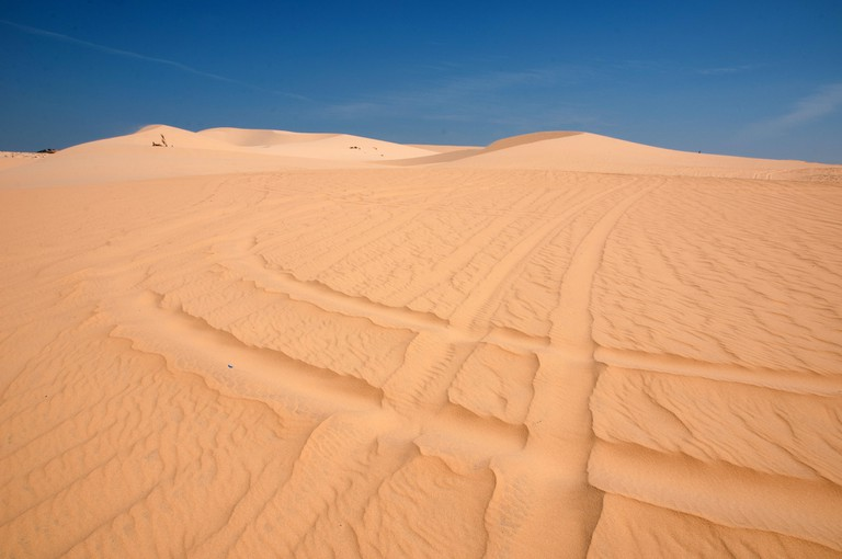 Wheel tracks over Mui Ne's sand dunes | © Saranya Chawanrattanasakul/Flickr