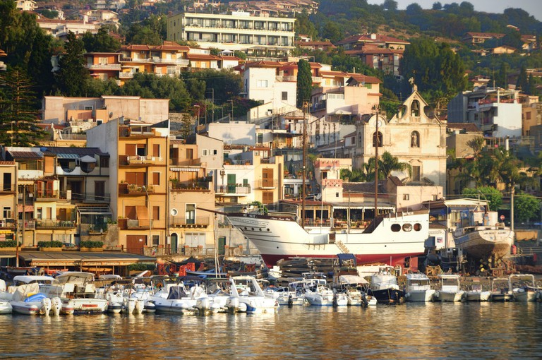 Acitrezza_Cyclops_Faraglioni_Sicily_Italy_-_Creative_Commons_by_gnuckx_-_panoramio_(138)