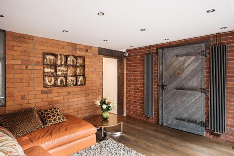 Amazing West Didsbury Apartment in an Old Bank