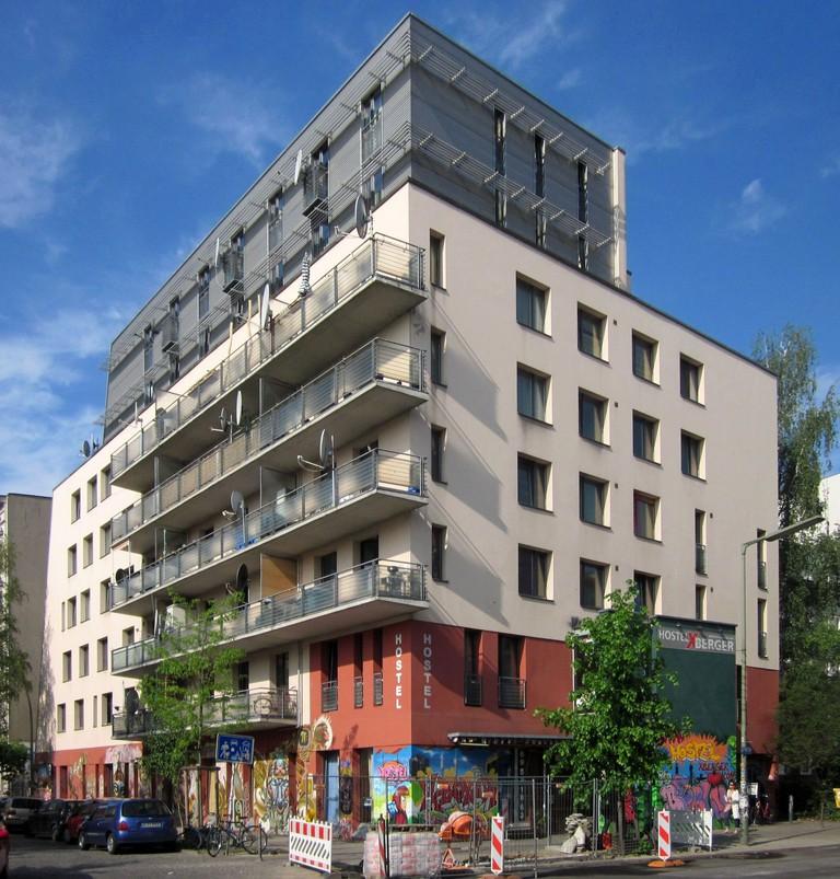 Berlin,_Kreuzberg,_Schlesische_Strasse_22,_Hostel_XBerger