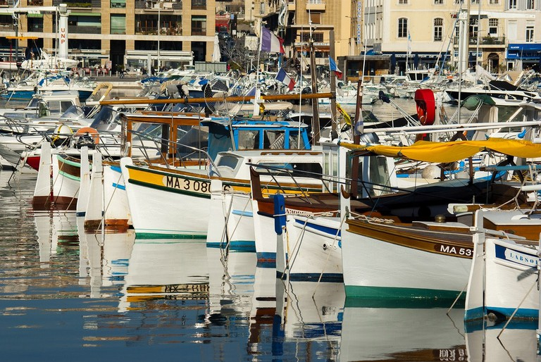 https://pixabay.com/en/boat-barque-fishing-boat-fishing-1883512/